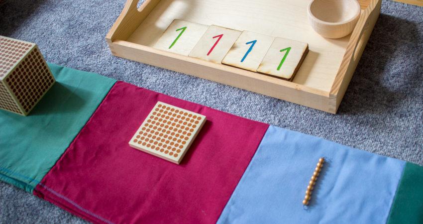 kojarzenie liczb 1,10,100 i 1000 z odpowiednim symbolem graficznym