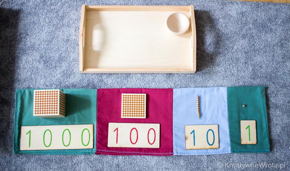 Złoty materiał Montessori - kojarzenie liczb 1, 10, 100 i 1000 z odpowiednim symbolem graficznym